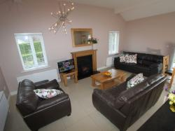 kilmuckridge-holiday-homes-wexford-luxury-self-catering-living-space-family (23)