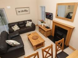 kilmuckridge-holiday-homes-wexford-luxury-self-catering-living-space-family-room (43)