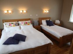 kilmuckridge-holiday-homes-wexford-luxury-self-catering-family-bedroom (3)
