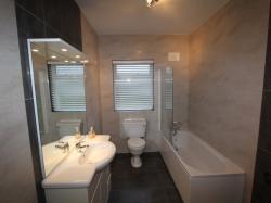 kilmuckridge-holiday-homes-wexford-luxury-self-catering-bathroom (41)