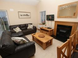 kilmuckridge-holiday-homes-wexford-luxury-self-catering-living-family-room (47)