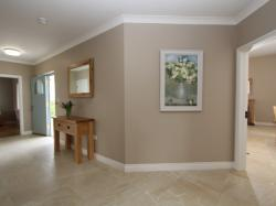 kilmuckridge-holiday-homes-wexford-luxury-self-catering-entrance-hallway (10)