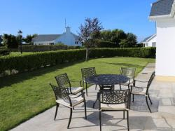 kilmuckridge-holiday-homes-wexford-private-gated-complex-outdoor-seated-area-patio (20)