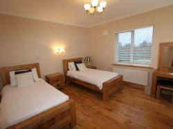 kilmuckridge-holiday-homes-wexford-luxury-self-catering-family-bedroom (39)