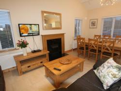 kilmuckridge-holiday-homes-wexford-luxury-self-catering-living-family-space (52)