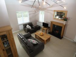 kilmuckridge-holiday-homes-wexford-luxury-self-catering-living-space-family-room (18)