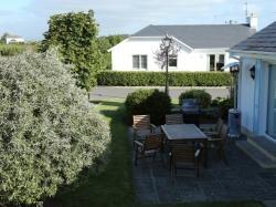 kilmuckridge-holiday-homes-wexford-private-gated-complex-patio (1)
