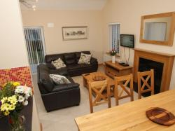 kilmuckridge-holiday-homes-wexford-luxury-self-catering-dining-space (46)