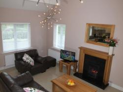 kilmuckridge-holiday-homes-wexford-luxury-self-catering-living-family-space (24)