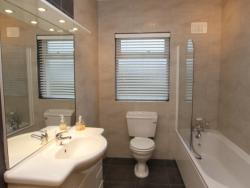 kilmuckridge-holiday-homes-wexford-luxury-self-catering-bathroom (40)