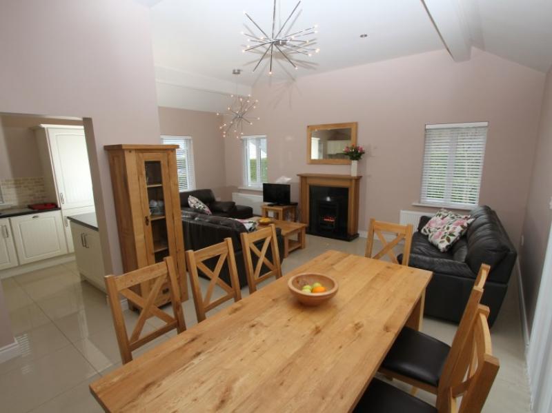 kilmuckridge-holiday-homes-wexford-luxury-self-catering-eating-dining (17)