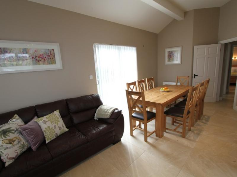 kilmuckridge-holiday-homes-wexford-luxury-self-catering-living-space (2)