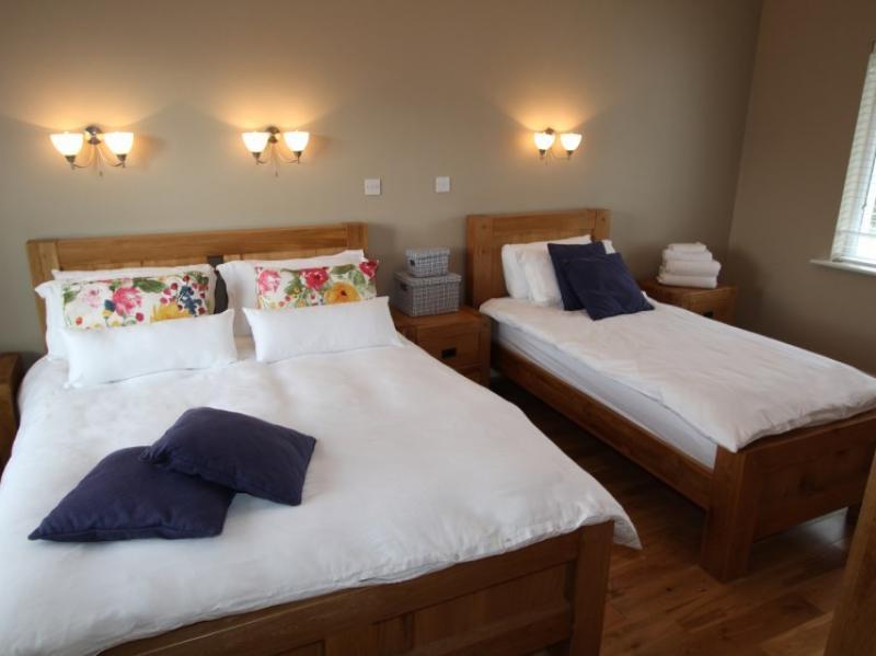 kilmuckridge-holiday-homes-wexford-luxury-self-catering-family-bedroom (3)