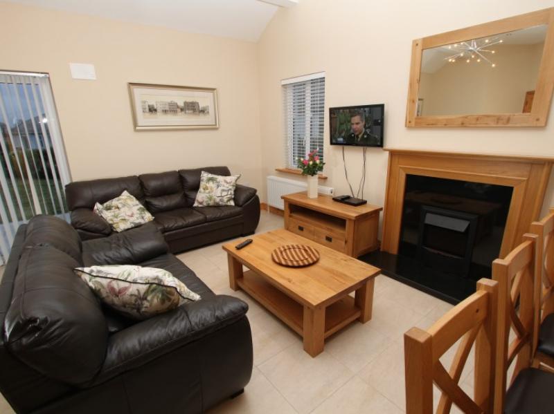 kilmuckridge-holiday-homes-wexford-luxury-self-catering-living-family-room (47)