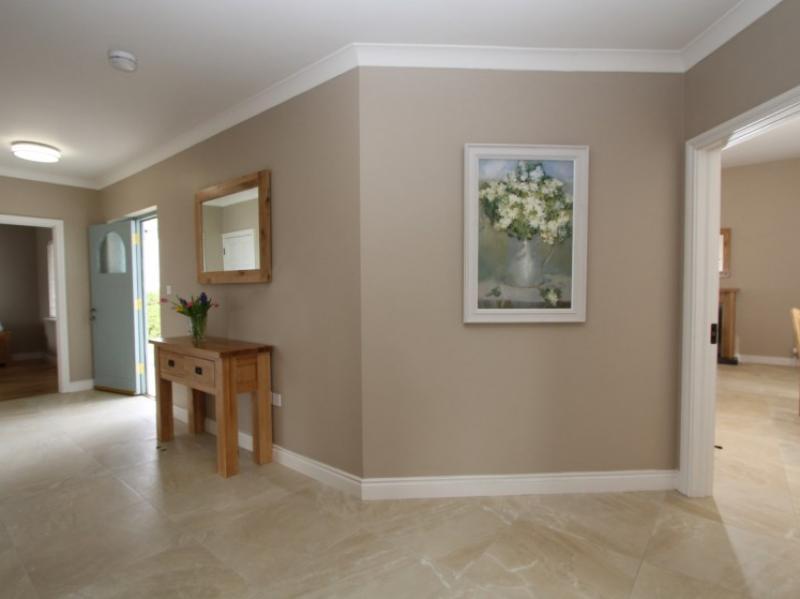 kilmuckridge-holiday-homes-wexford-luxury-self-catering-entrance-hallway (10)