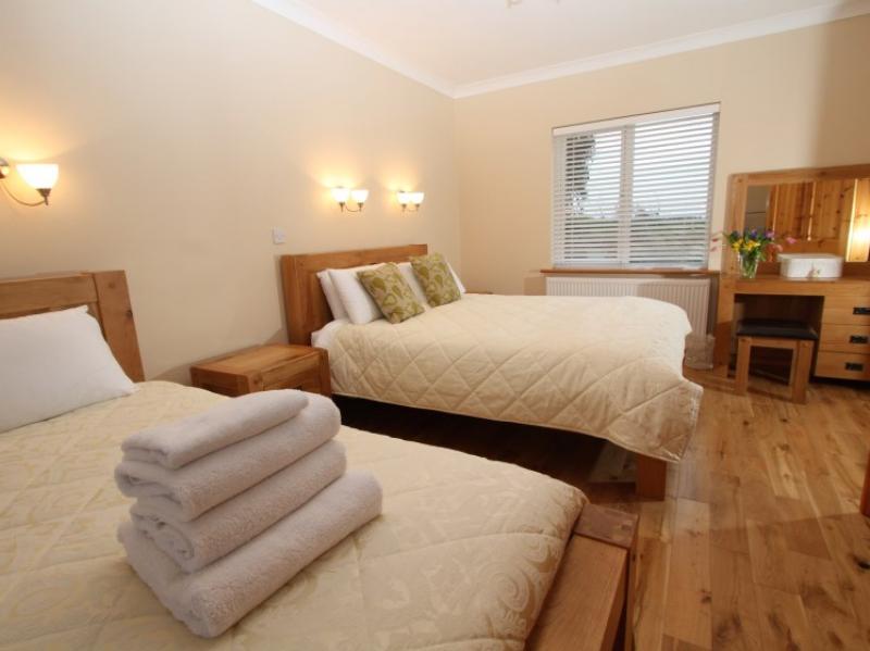kilmuckridge-holiday-homes-wexford-luxury-self-catering-double-bedroom (33)