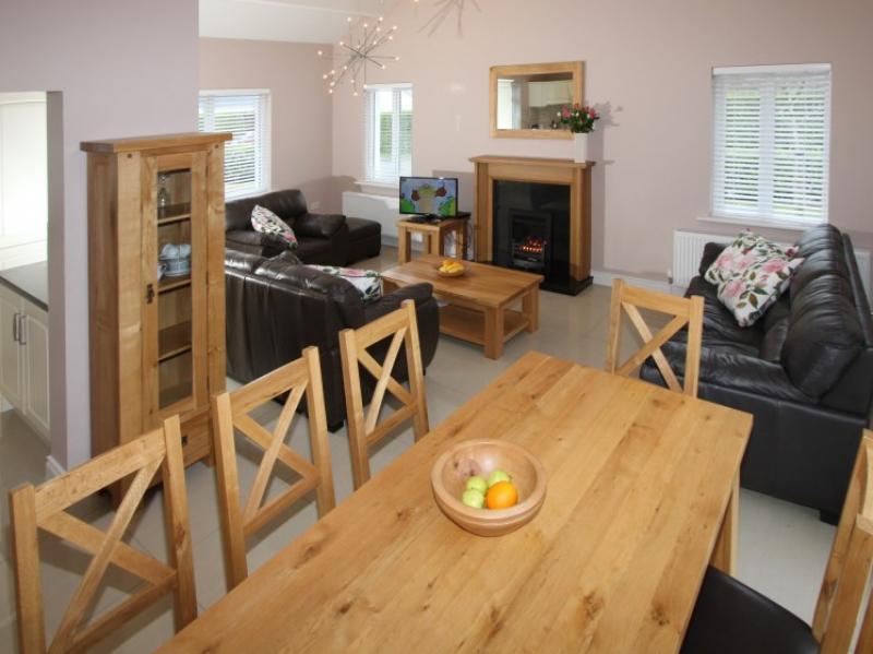 kilmuckridge-holiday-homes-wexford-luxury-self-catering-dining-eating (22)