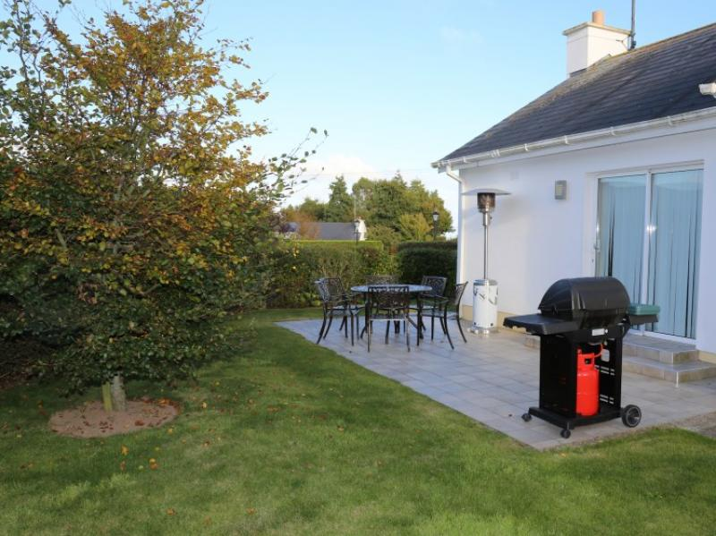 kilmuckridge-holiday-homes-wexford-private-gated-complex-patio (27)