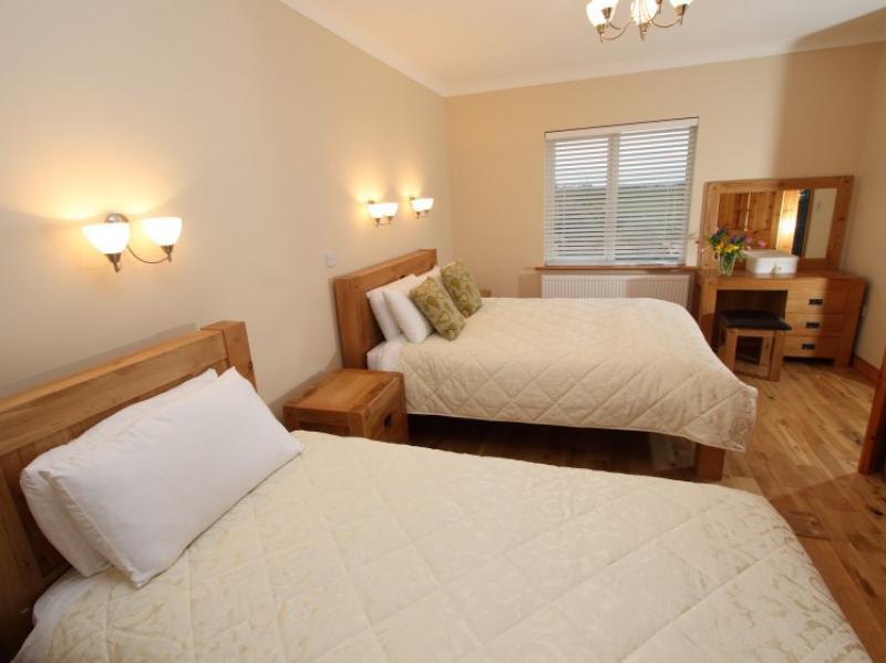 kilmuckridge-holiday-homes-wexford-luxury-self-catering-double-bedroom (31)