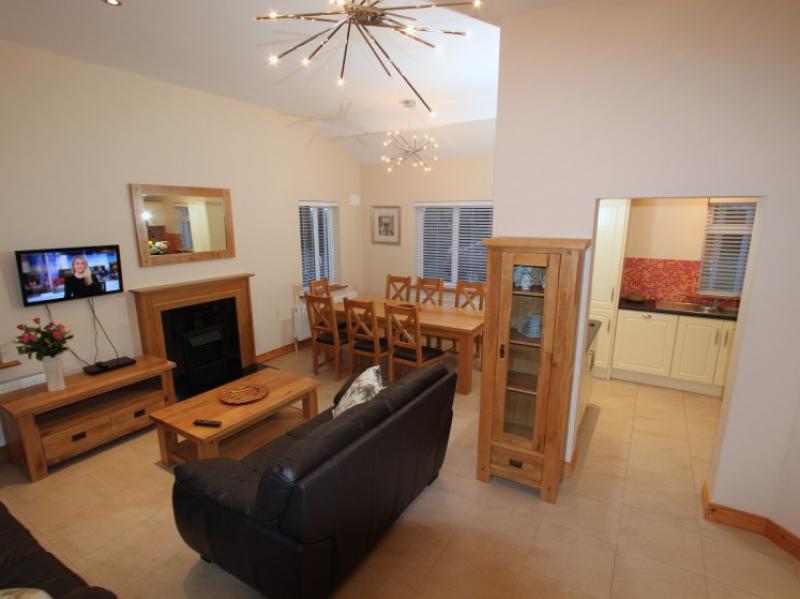 kilmuckridge-holiday-homes-wexford-luxury-self-catering-open-plan (50)